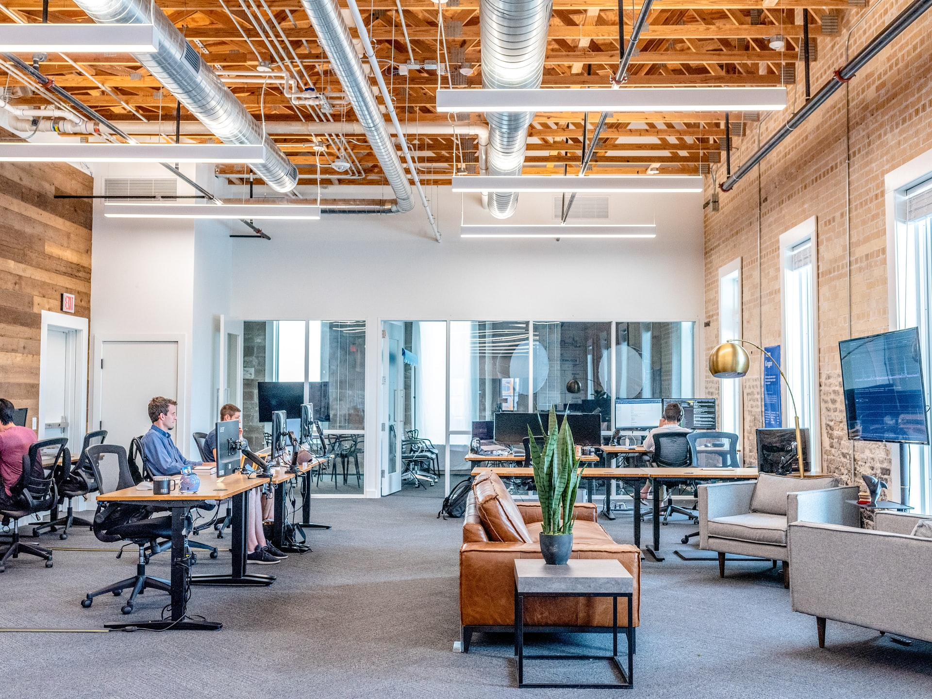 Coworking Space vs. Traditional Office Space: Which is Better?